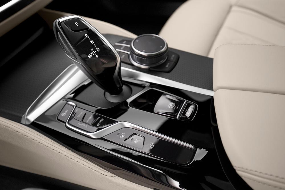 H BMW ανανεώνει τη Σειρά 5