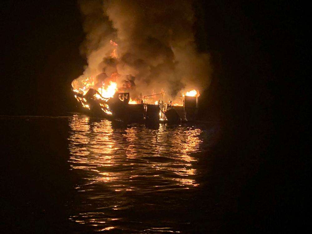 Άγνωστα παραμένουν ακόμη τα αίτια της πυρκαγιάς στο πλοίο Conception