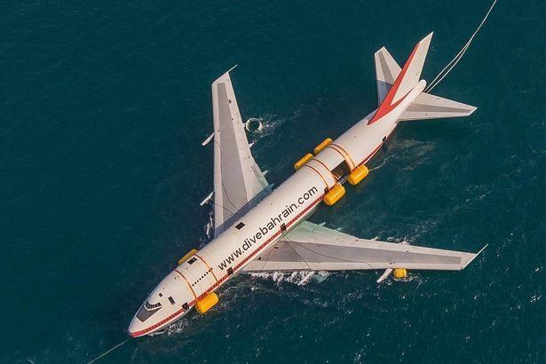 ο αεροσκάφος δεν έφθασε πετώντας, αλλά διά... θαλάσσης στον νέο του προορισμό.