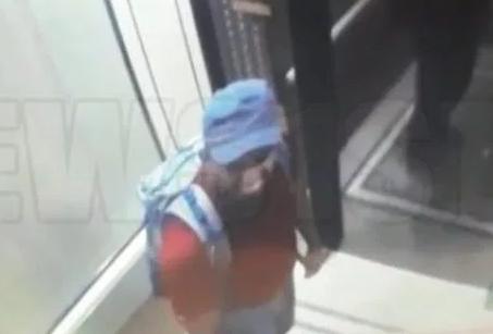 Ένας από τους καμικάζι που ανατινάχθηκαν στο ξενοδοχείο Shanri-La διακρίνεται μέσα στο ασανσέρ.