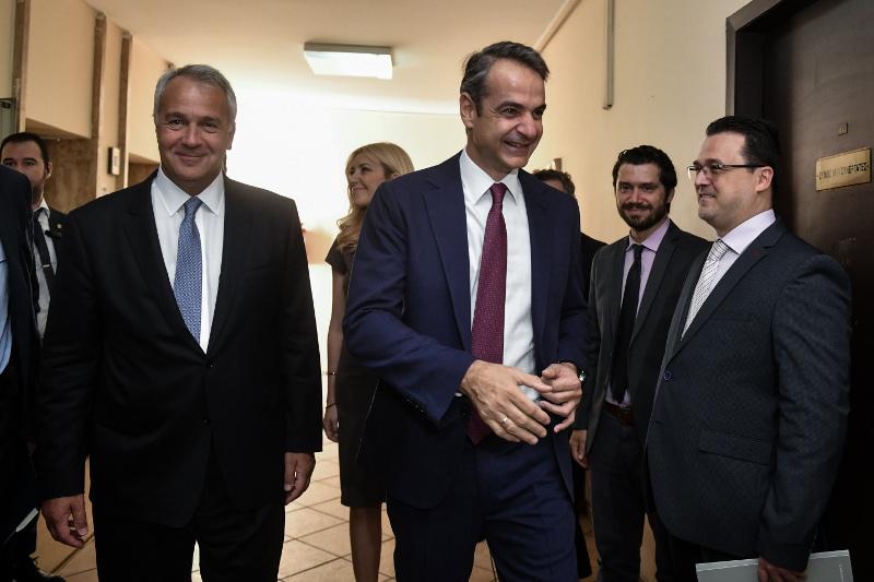 Τον Κυριάκο Μητσοτάκη υποδέχθηκε ο αρμόδιος υπουργός, Μάκης Βορίδης.