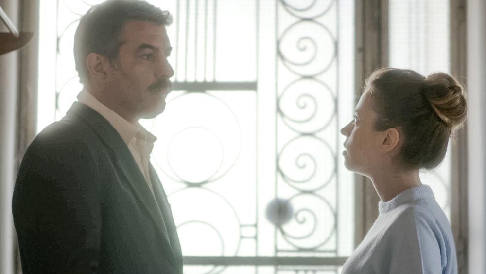 Η Σοφούλα τακτοποιείται στο νέο τους σπίτι με τον Βόσκαρη που βάζει σε εφαρμογή το σχέδιό του  για να κερδίσει τη δίκη