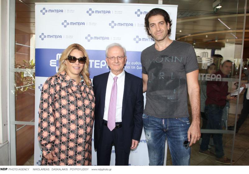 Η Τζένη Μπότση μαζί με τον σύντροφό της Αλέξανδρο Μιχαλά και τον Κοσμά Βρυώνη / Φωτογραφία: NDP