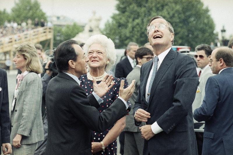 Τζορτζ Μπους ο πρεσβύτερος και Μπάρμπαρα Μπους  στην παρέλαση για τα 200 χρόνια από τη γαλλική επανάσταση