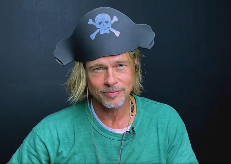 Ο Μπραντ Πιτ με καπέλο πειρατή για την σκηνή με την Τζένιφερ Άνιστον