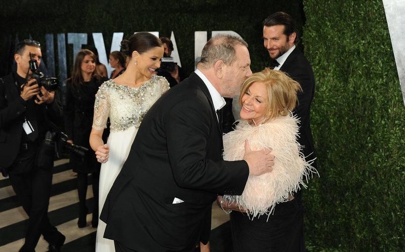 Μπράντλεϊ Κούπερ με την μητέρα του Γκλόρια και τον Χάρβεϊ Γουίνστιν
