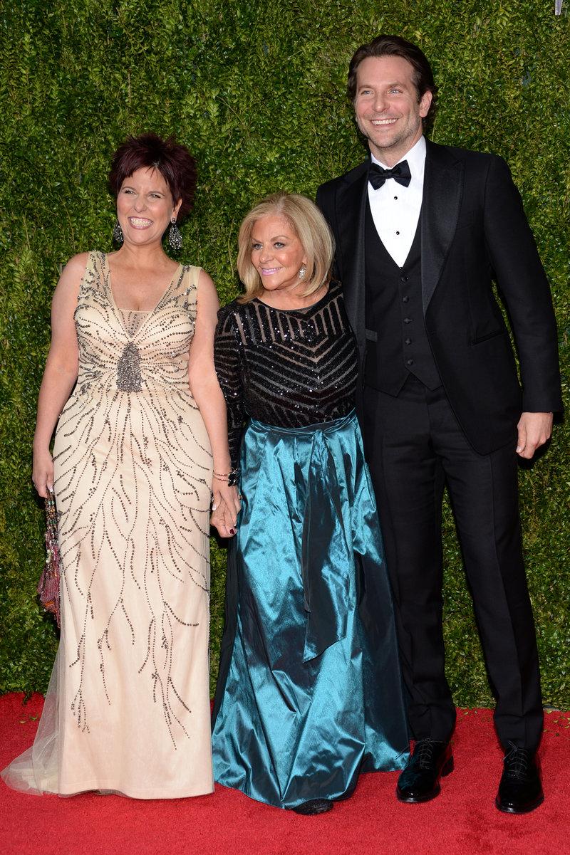 Μπράντλεϊ Κούπερ με την μητέρα του Γκλόρια και την αδελφή του