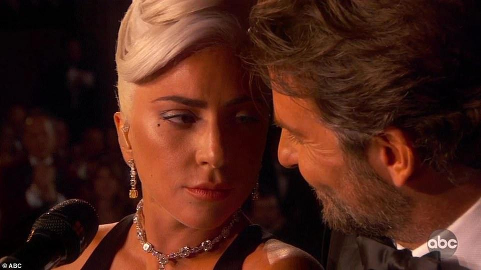 Lady Gaga - Μπράντλεϊ Κούπερ: Οταν μιλούσαν οι ματιές