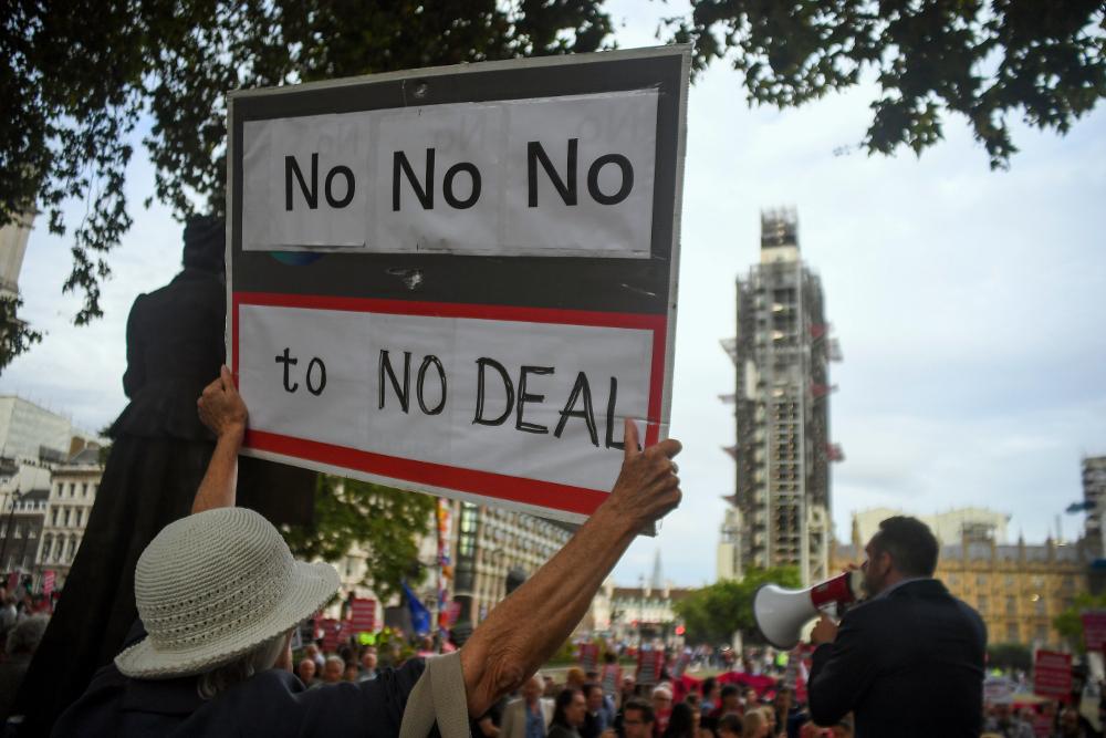 Οι Βρετανοί αντιδρούν στα σχέδια του Μπόρις Τζόνσον για άτακτη έξοδο από την ΕΕ