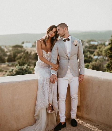 Η Ελληνοαυστραλή σχεδιάστρια μόδας με τον σύζυγό της