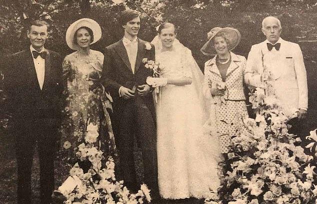 Σπάνια φωτό από το γάμο της Μπριζίτ με τον πρώτο της σύζυγο και πατέρα των τριών παιδιών της.