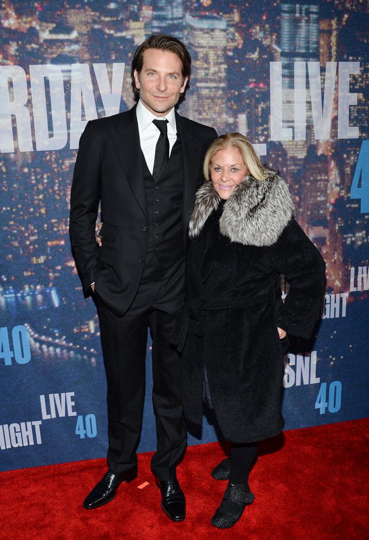 Μπράντλεϊ Κούπερ με την μητέρα του Γκλόρια, σε προβολή ταινίας