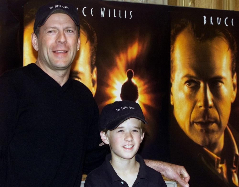 Ο Μπρους Γουίλις με τον Χάλεϊ Όσμεντ στην πρεμιέρα της ταινίας «Η Έκτη Αίσθηση»