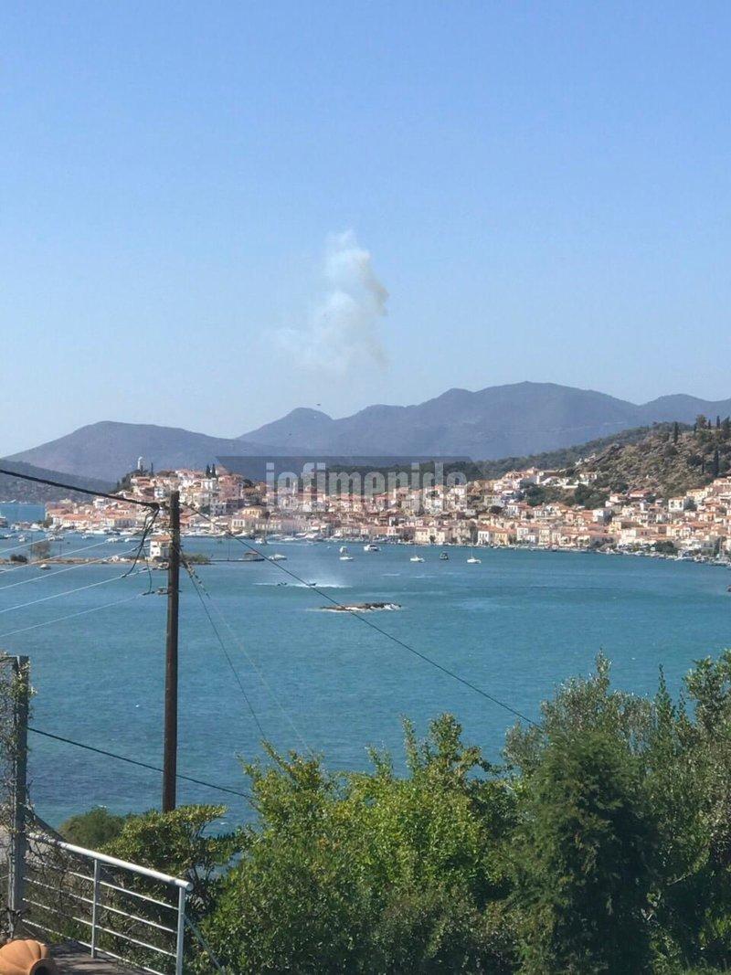 Η στιγμή που το ελικόπτερο πέφτει στη θάλασσα γεμάτο καπνούς