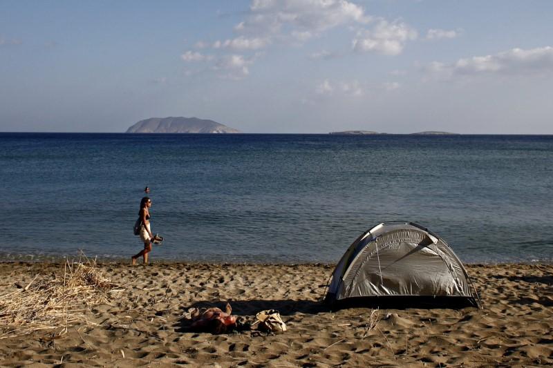 Σκηνή κάμπινγκ σε παραλία