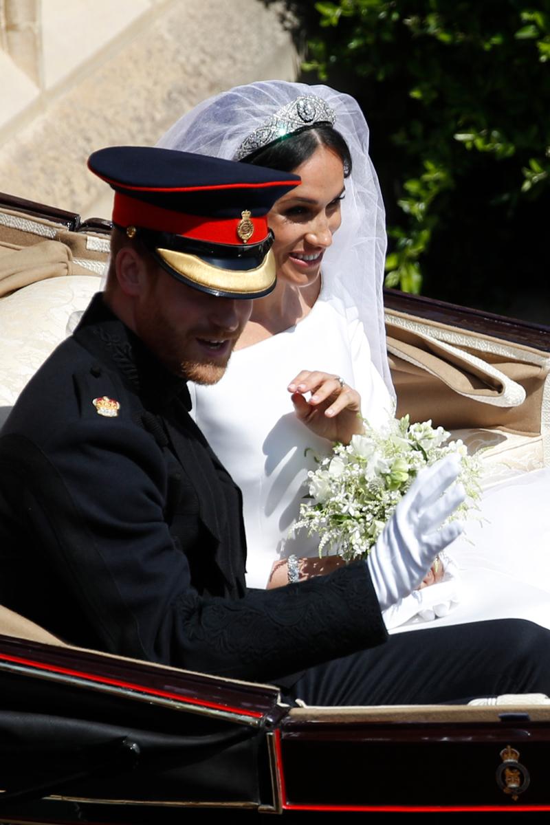 πρίγκιπας Χάρι και Μέγκαν Μαρκλ στην άμαξα μετά τον γάμο τους