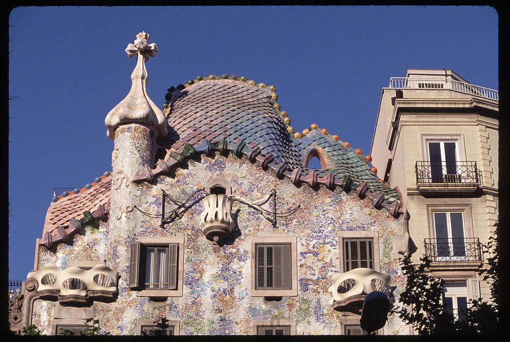 Το κάζα μπατλιό, ένα από τα κτίρια που υπέγραψε στη Βαρκελώνη ο Γκαουντί