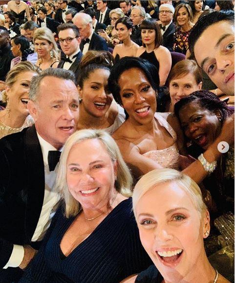 Η selfie  της Σαρλίζ Θερόν από τα Όσκαρ