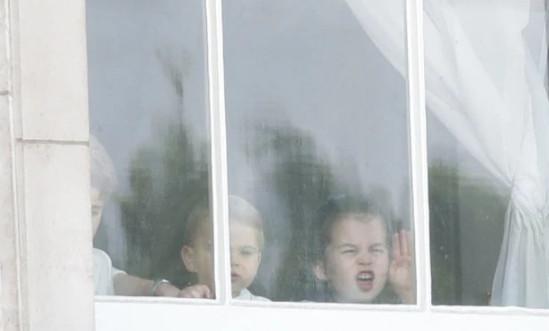 Τζορτζ, Λούις, Σάρλοτ στο παράθυρο του Μπάκιγχαμ 2019