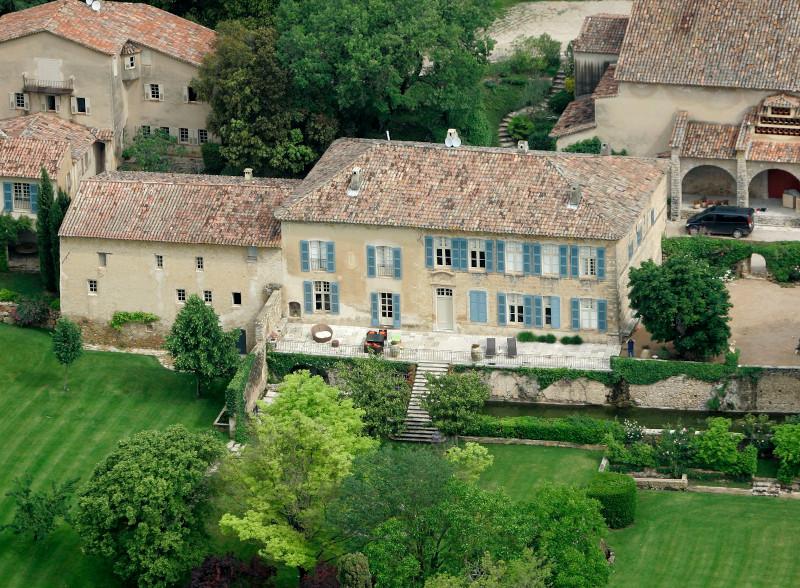Το Chateau Miraval όπου παντρεύτηκαν ο Μπραντ Πιτ και η Αντζελίνα Τζολί και πήγε διακοπές ο ηθοποιός με την νέα του αγαπημένη