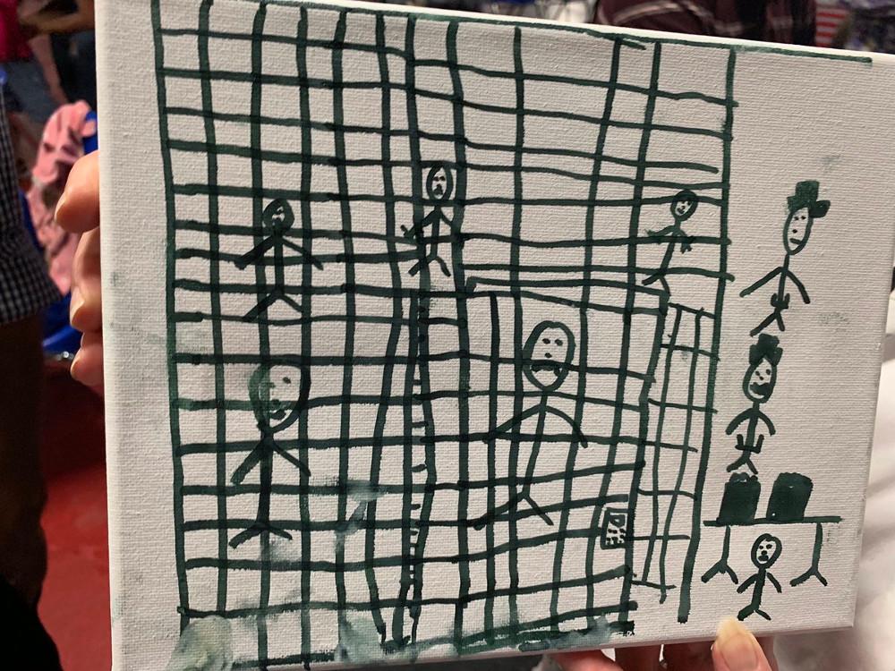 Η σκληρή πραγματικότητα που βιώνουν τα παιδιά στα προσωρινά κέντρα κράτησης