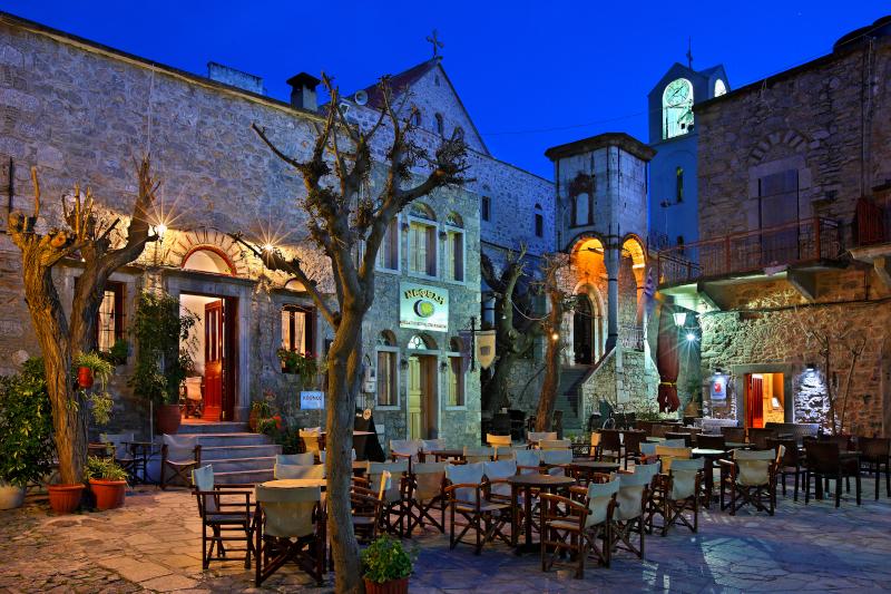 Καφενείο σε πλατεία στην Χίο