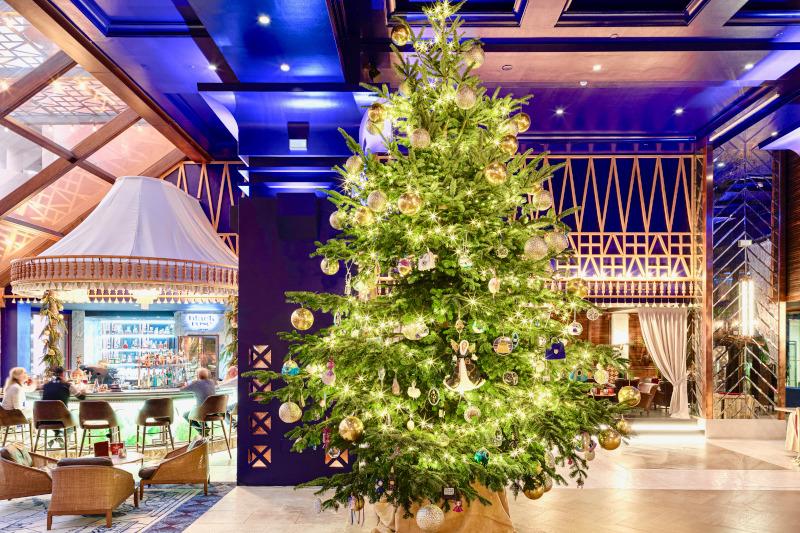 Το χριστουγεννιάτικο δέντρο του ξενοδοχείου Kempinski Bahia είναι διακοσμημένο με στολίδια αξίας 15 εκατομμυρίων δολαρίων