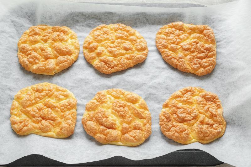Πειραγμένο ψωμί cloud bread στο φούρνο