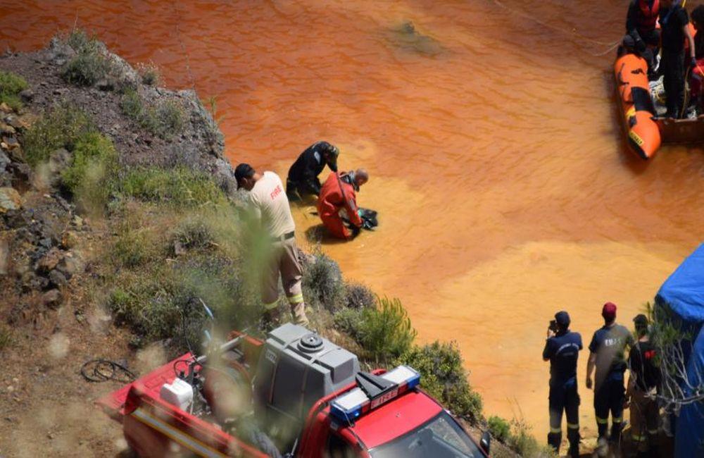 Η στιγμή που βρίσκουν οι αρχές τη βαλίτσα στη Κόκκινη Λίμνη