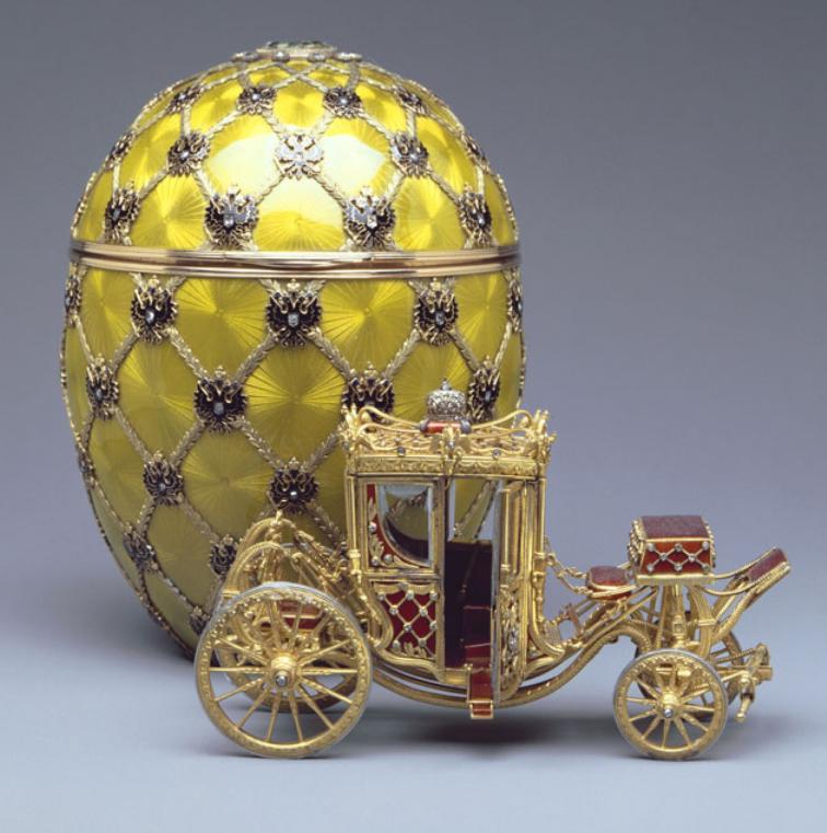 Ίσως το διασημότερο αυγό Φαμπερζέ. Το έκανε δώρο ο Τσάρος Νικόλαος Β' στην σύζυγό του, αυτοκράτειρα Αλεξάνδρα Φεοντόροβνα το 1897