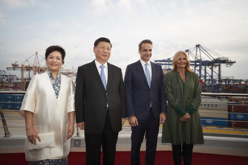 Ο πρόεδρος της Κίνας με την σύζυγό του και ο Κυριάκος Μητσοτάκης με την Μαρέβα