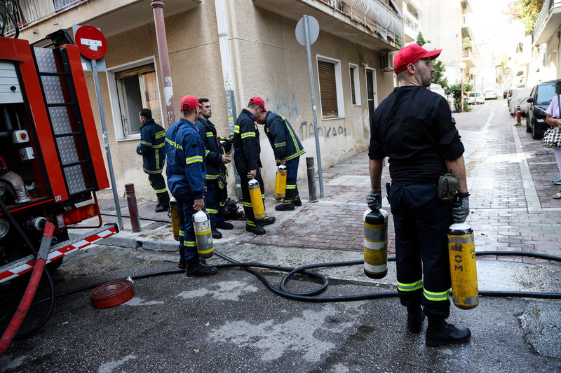 Οι πυροσβέστες απεγκλώβισαν 3 άτομα