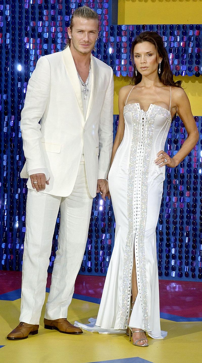 Ντέιβιντ και Βικτόρια Μπέκαμ στα MTV Movie Awards το 2003 με λευκά ρούχα
