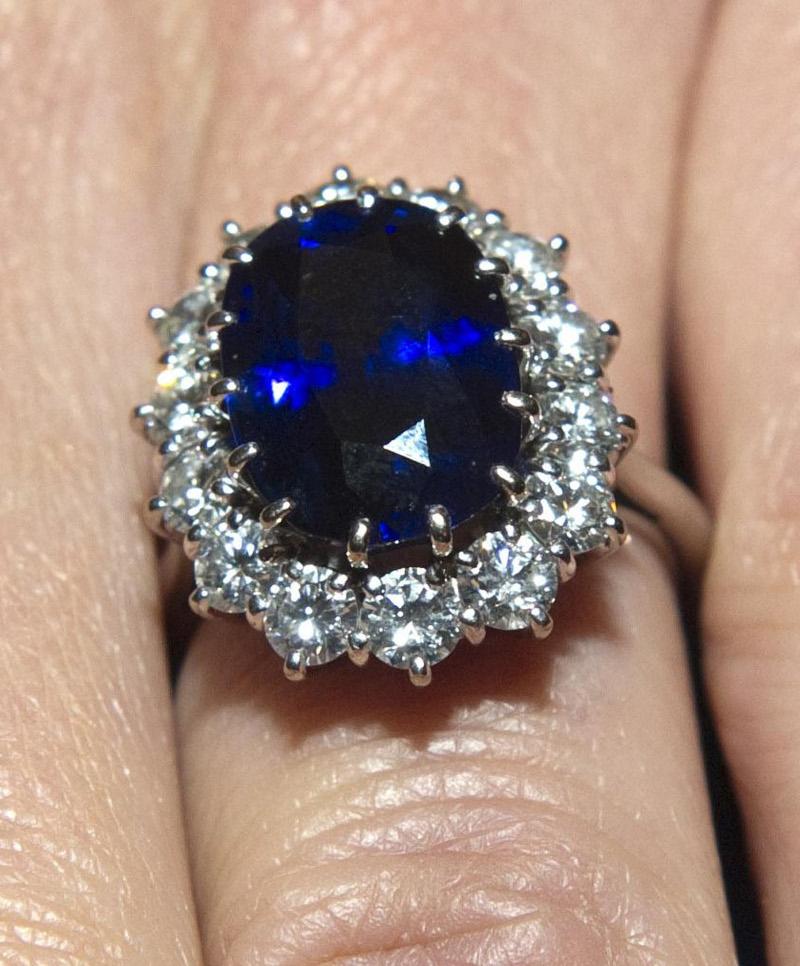 Το περίφημο δαχτυλίδι που επέλεξε η πριγκίπισσα Νταϊάνα