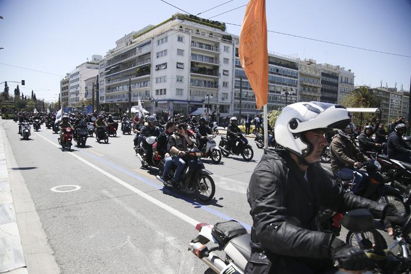 Διαδήλωση των ντελιβαράδων στο κέντρο της Αθήνας