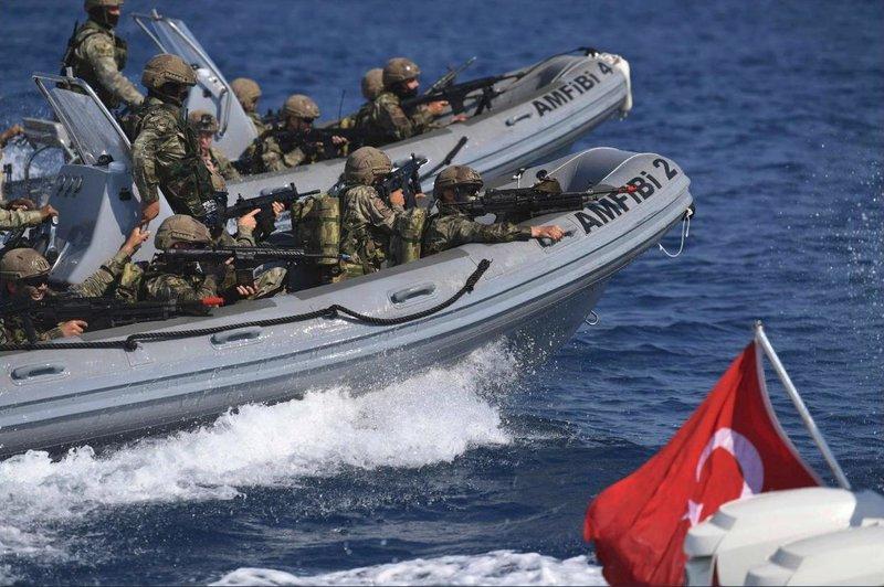 Τούρκοι κομάντο πάνω στα φουσκωτά