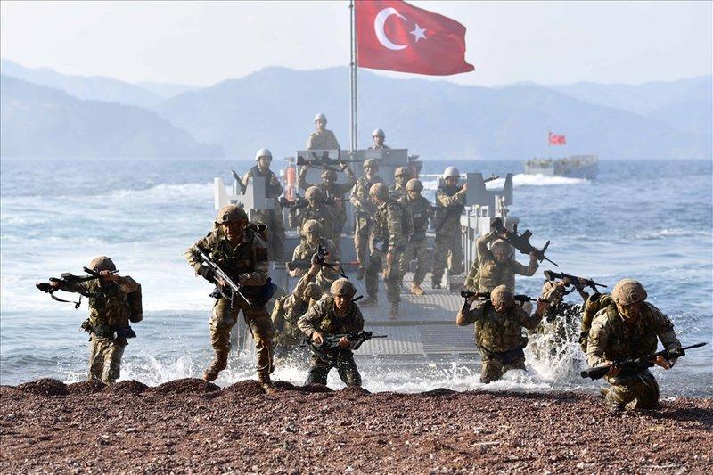 Τούρκοι κομάντος βγαίνουν από το αποβατικό