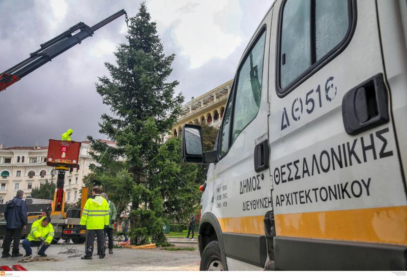 Το χριστουγεννιάτικο δέντρο στην πλατεία Αριστοτέλους