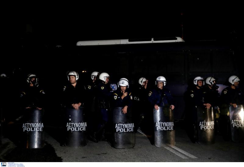 Οι κάτοικοι μποδίστηκαν από αστυνομικές δυνάμεις