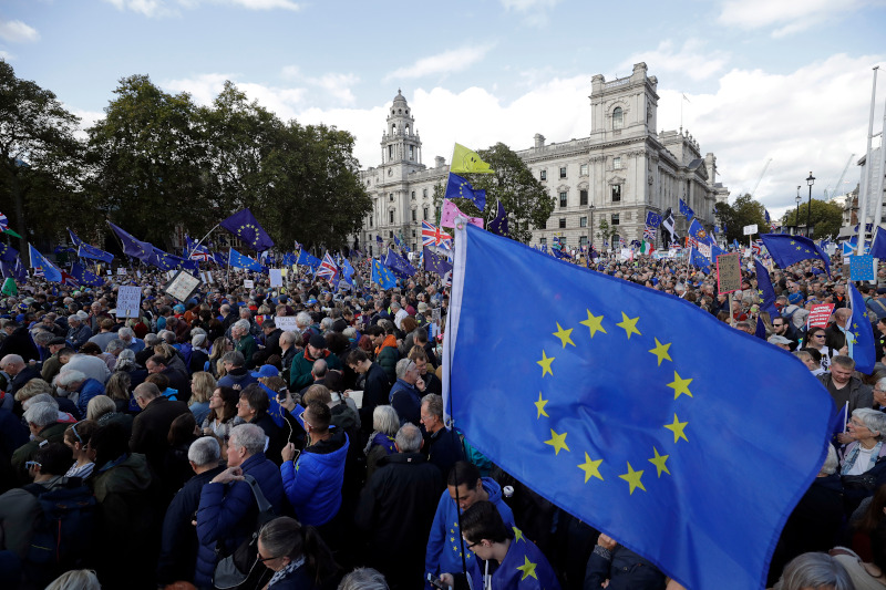 Οι Βρετανοί πολίτες βγήκαν στους δρόμους διαμαρτυρόμενοι για το Brexit / Φωτογραφία: AP