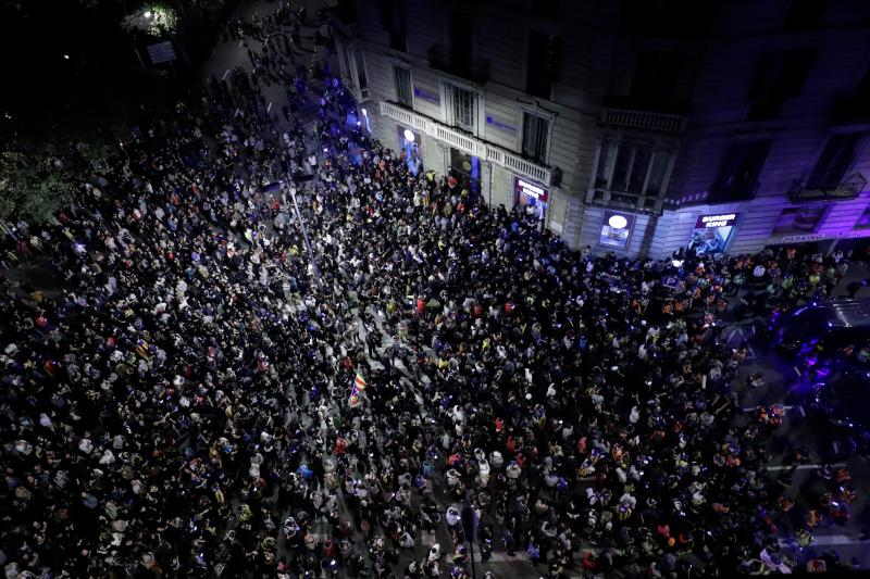 Οι διαδηλωτές κατέκλυσαν τους δρόμους της Βαρκελώνης / Φωτογραφία: AP
