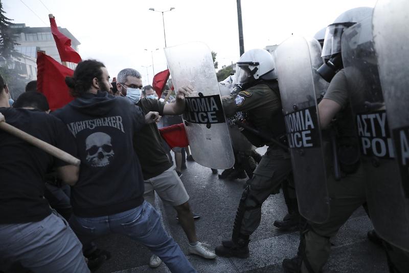 Επεισόδια μεταξύ διαδηλωτών και ΜΑΤ