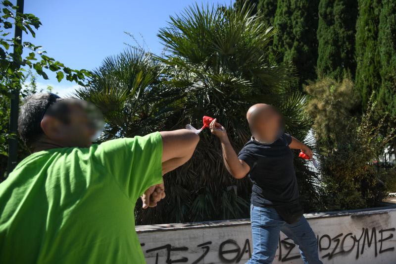 Διαδηλωτές πετούν μπογιές στο άγαλμα του Τρούμαν