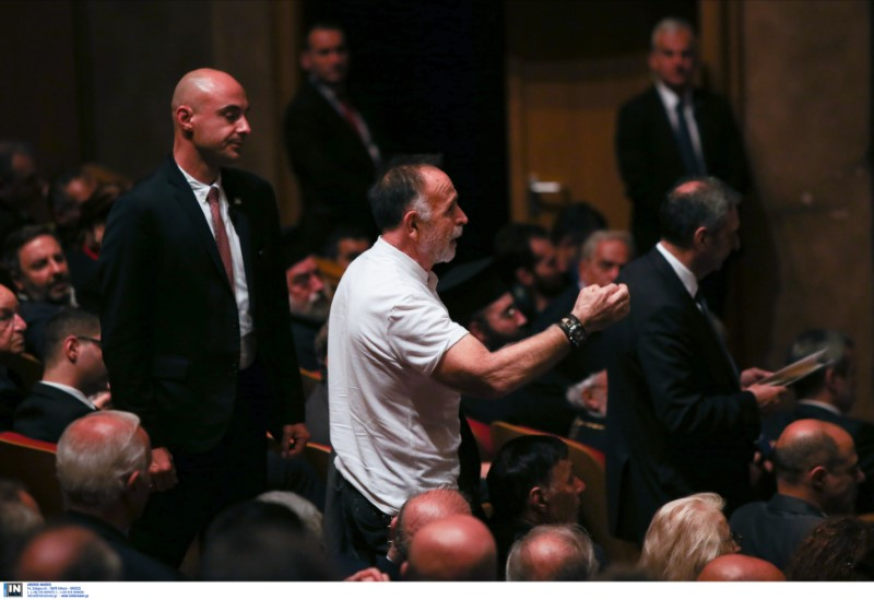 Ο διαδηλωτής που φώναζε ότι διαφωνεί με το πρόσωπο του κ. Παυλόπουλου, γιατί είχε υπογράψει τη συμφωνία των Πρεσπών
