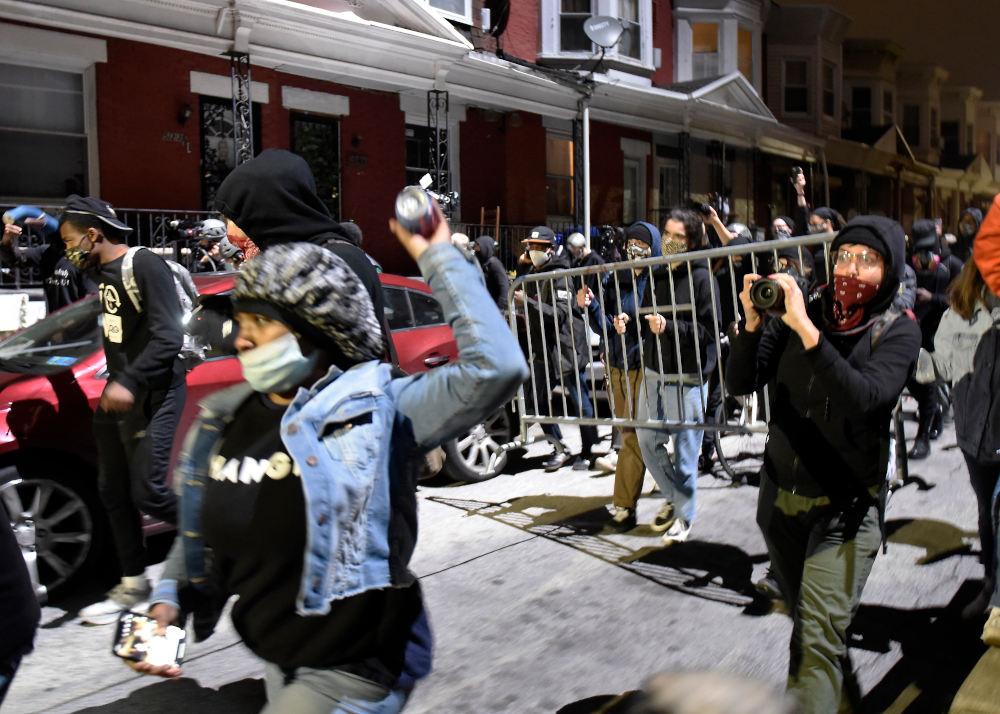 Διαδηλωτές στη Φιλαδέλφεια των ΗΠΑ μετά τον θάνατο Αφροαμερικανού από αστυνομικό