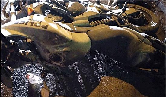 Μηχανή αστυνομίας καμμένη από μολότοφ