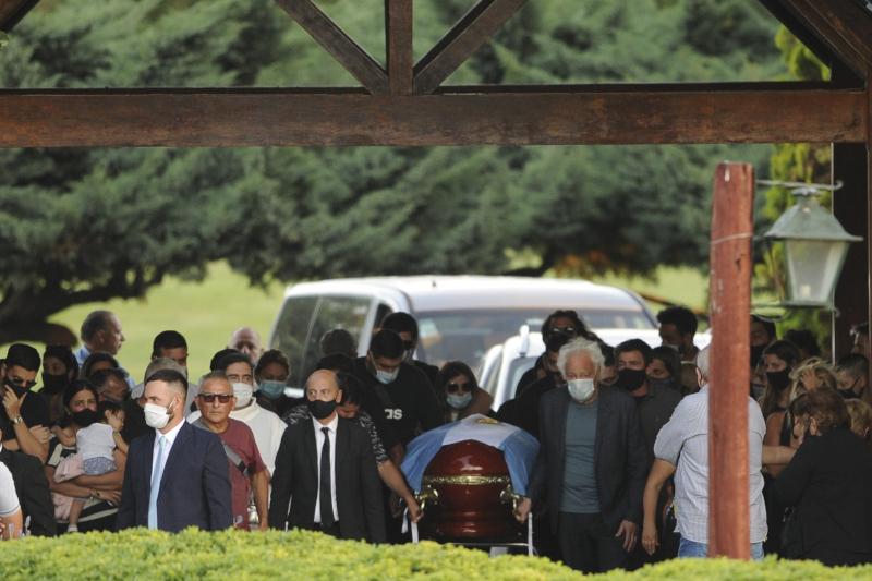 Σύσσωμη η οικογένεια του Ντιέγκο Μαραντόνα ήταν στην κηδεία του