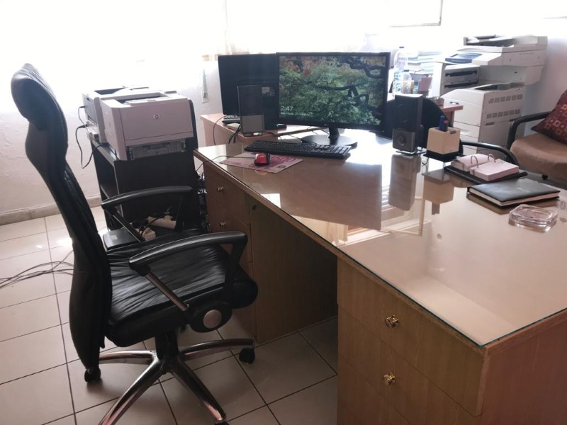 To γραφείο που έχει στη διάθεσή του ο Δημάκης μέσα στη φυλακή για τηλεεκπαίδευση.