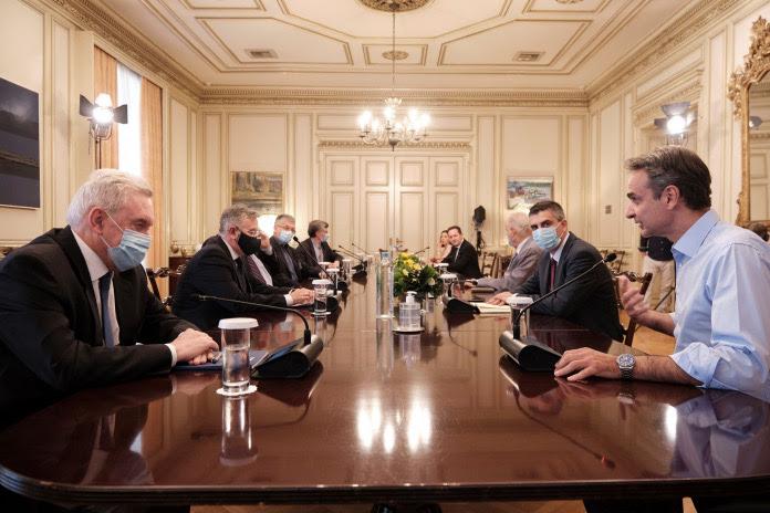 Ο πρωθυπουργός Κυριάκος Μητσοτάκης και ο υφυπουργός Χρίστος Δήμας (δεξιά στη φωτογραφία)