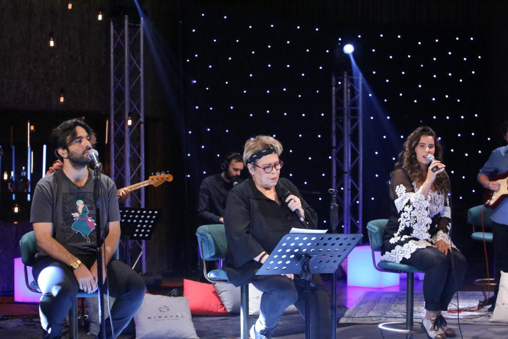 Η Δήμητρα Γαλάνη σε μια συναυλία από το Σπίτι μέσα από τη συχνότητα του MEGA